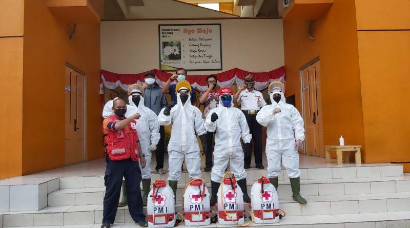 Disinfektan Lingkungan Kampus IBI-K57 oleh PMI Jakarta Selatan