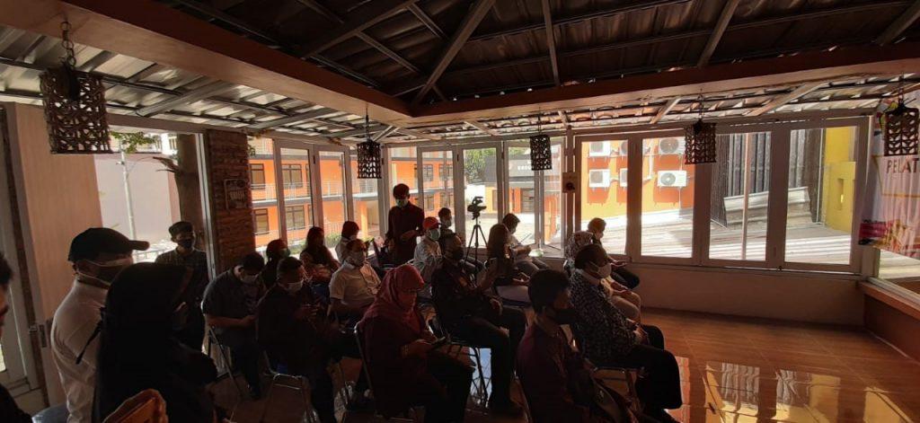 Para peserta Diklat Mengikuti Pelatihan Pembuatan Sushi, Nugget dan Bakso di IBI-K57